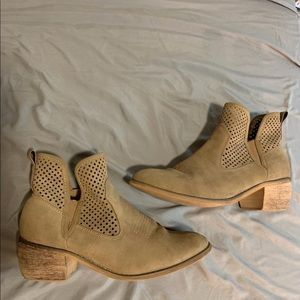 Size 7 altar'd state booties tan